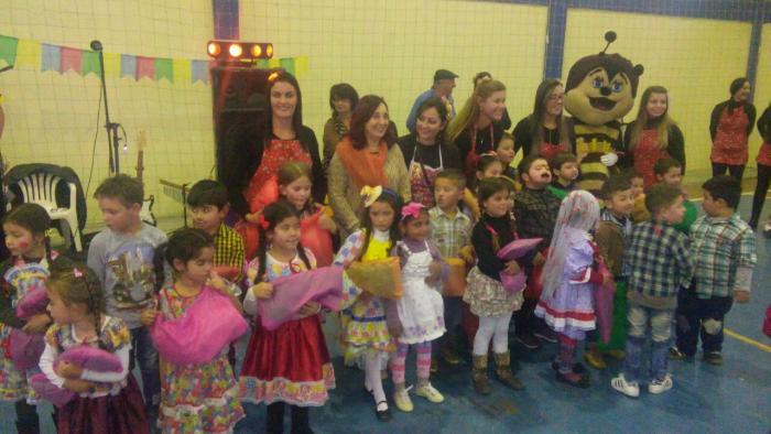 Festa Junina das Escolas Municipais divertiu crianças e adultos