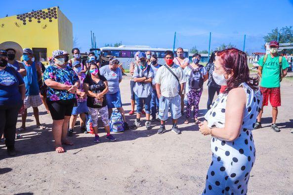 Entrega de uniformes e primeiro dia dos bolsistas do Praia Limpa